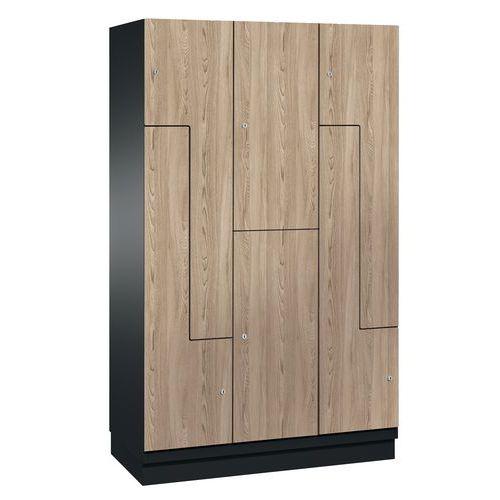 Spind mit Holztüren in L-Form - 6 Fächer, Breite 300 und 400mm – auf Sockel